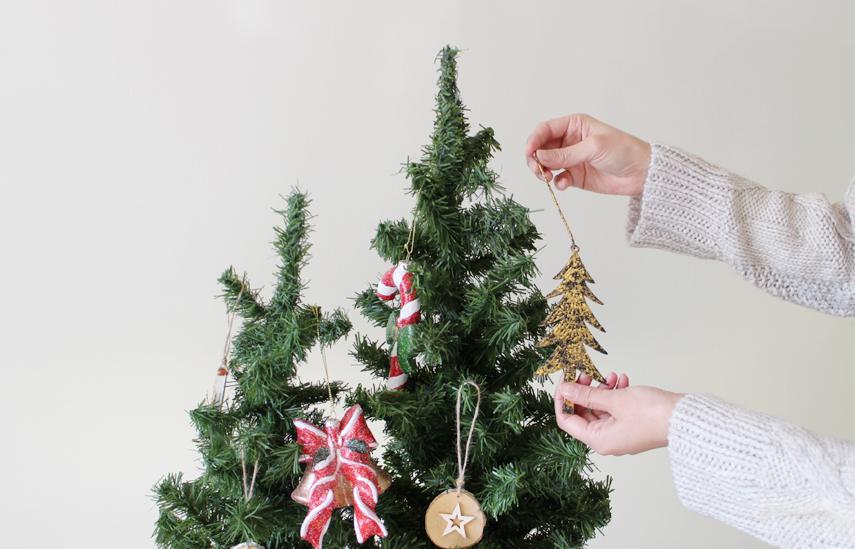 続いて、クリスマスツリーにもりもり飾り付けましょう!