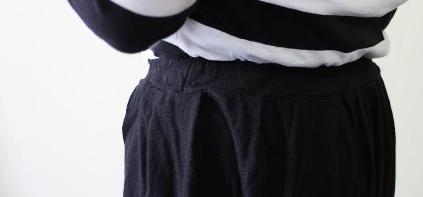 ウエストは総ゴム、生地もやわらかいコットン100%なので、リラックスして穿いていただけます。